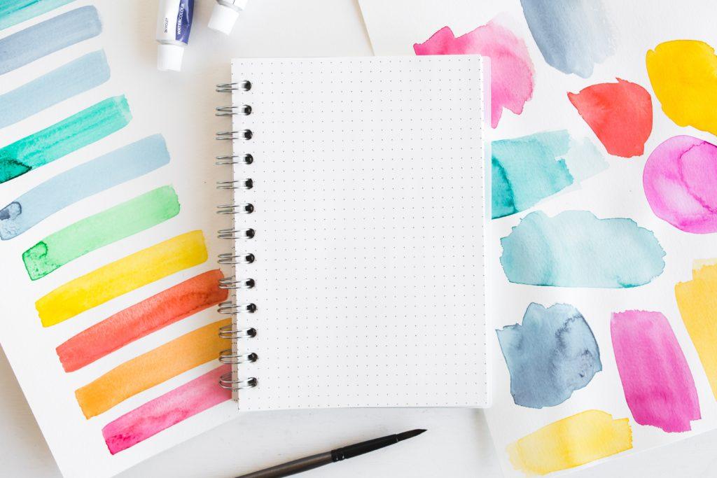 スケッチブックと水彩カラー