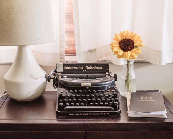 タイプライターと向日葵